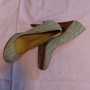 Nine West canvas heels Sz 10M